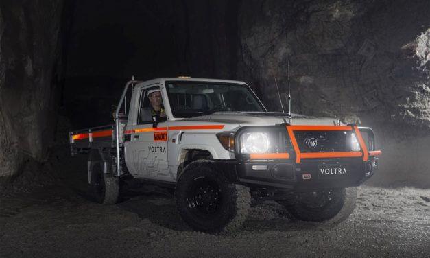 Elektryczny Land Cruiser pracuje w kopalni miedzi