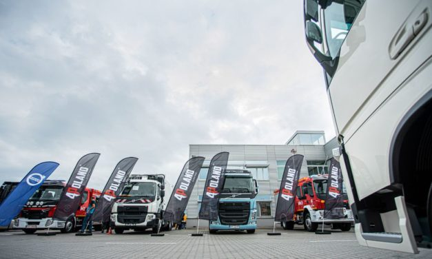 Volvo Trucks jako pierwsza firma szkoli strażaków z budowy samochodów ciężarowych
