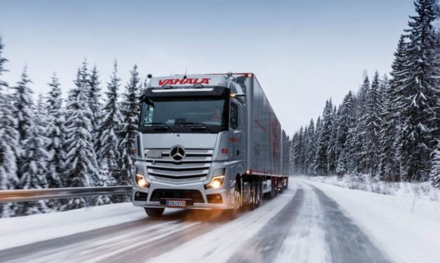 Nowym Actrosem przez śnieg i lód